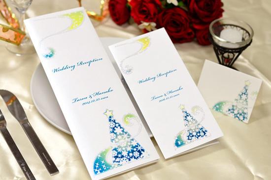 クリスマスウェディングに使いたいキラキラ輝くクリスマスツリーイルミネーションの席次表・席札