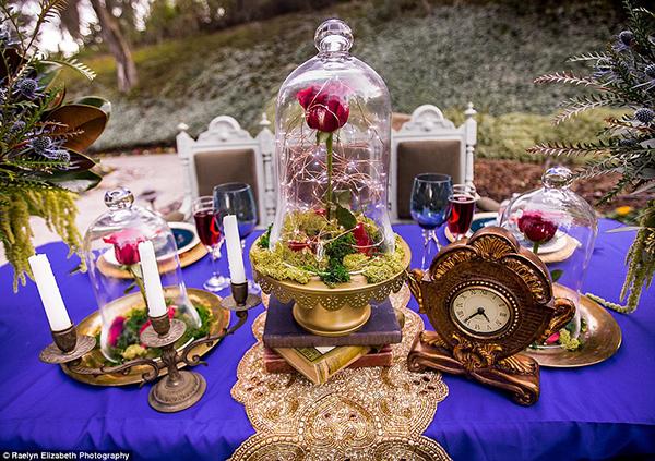 美女と野獣の世界観をイメージしたテーブル装飾