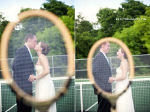 テニスラケット越しのウェディングフォト