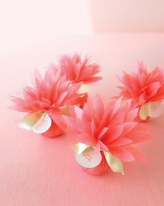 お花紙を使ったプチギフトのラッピング