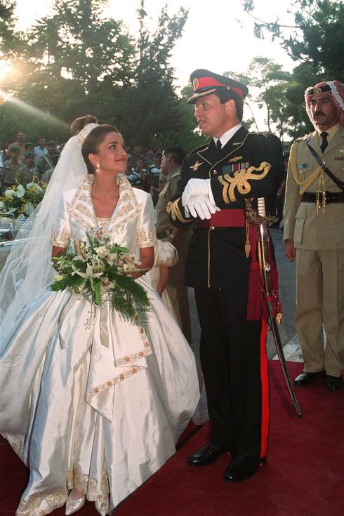 海外 ラーニア王妃 ウェディングドレス