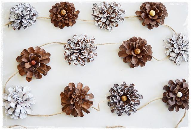 秋結婚式 松ぼっくりガーランド 会場装飾