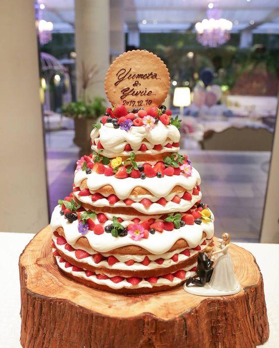 ふわふわクリーム おしゃれで可愛いネイキッドケーキ