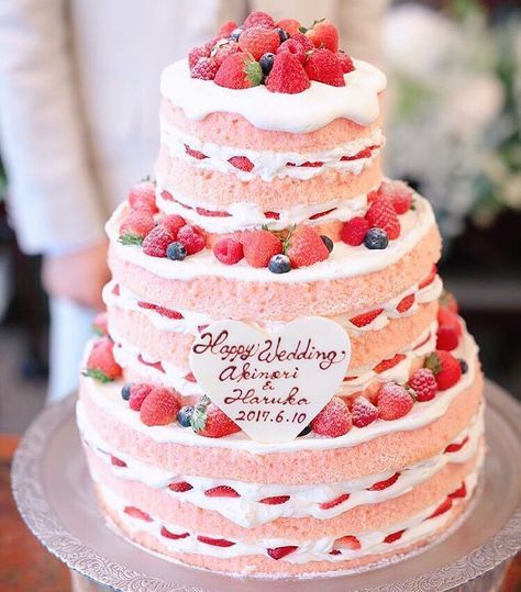 可愛いピンクのスポンジ ネイキッドケーキ
